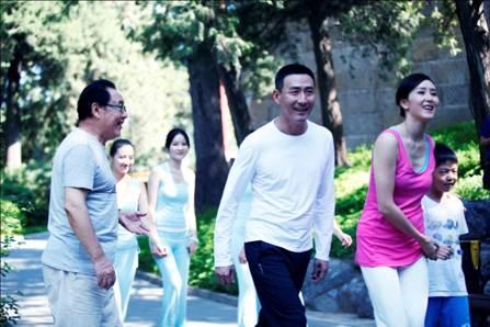 马德华、张子健、胡静跑步镜头.jpg