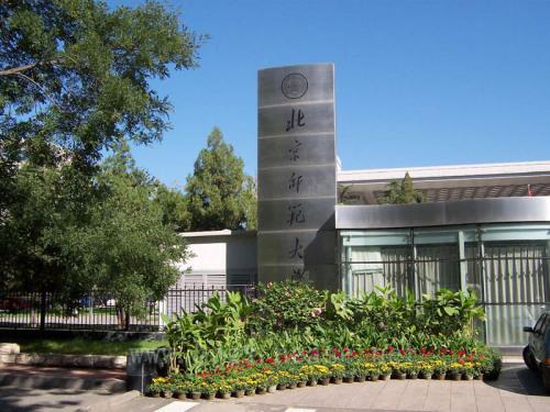 闹场面,是不少大学的一景.不过,北京师范大学读大二的小李(化名