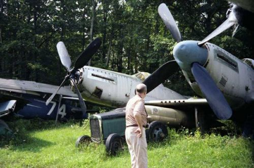 美国男子自家后院成二战飞机墓地 藏30架战机