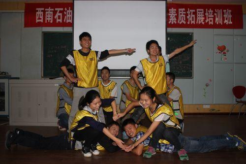 9月26日,同学们正在展示自己的团队。