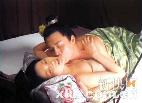 明星拍床戏各类表情实在夸张-陈静与林家栋床上肉搏NG6次太痛苦 揭