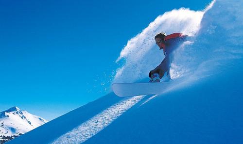初学滑雪怎么选:双板优雅单板酷(3)_时尚热点_时尚频道__中国青年网