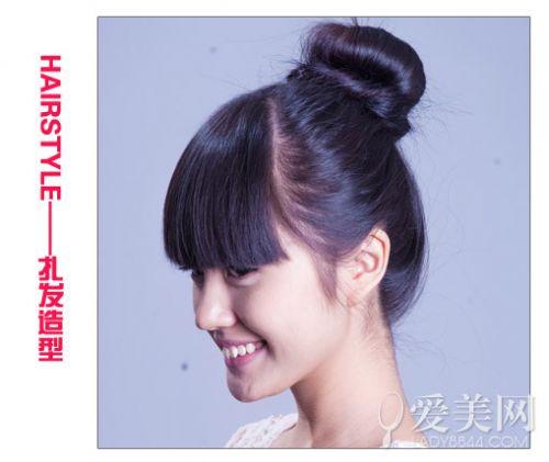 扎发步骤: step1:先在头发上喷上定型水.