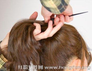 头发少适合什么发型 蓬松马尾扎法图解(2)