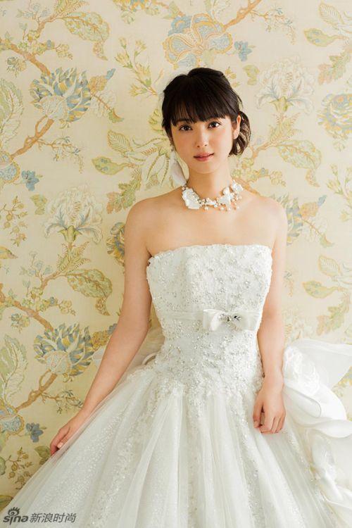 日本超人气模特佐佐木希婚纱照曝光 图片头条