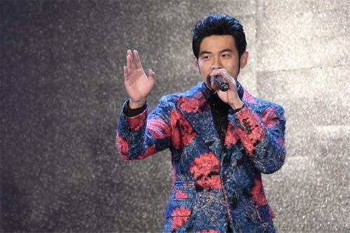 周杰伦/12月29日,周杰伦在北京为新专辑《哎哟,不错哦》举办发布会。