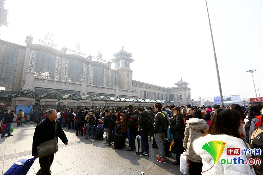 春运情人节 北京站迎春运客流高峰_1