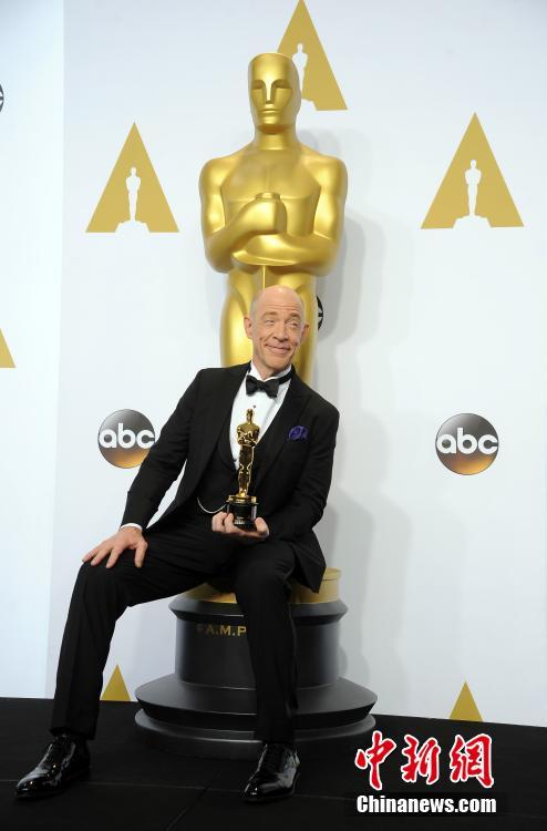 下午,第87届奥斯卡颁奖典礼于洛杉矶杜比剧院举行.图为J.K.西蒙