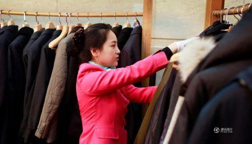 中国人的一天:两会礼仪小姐