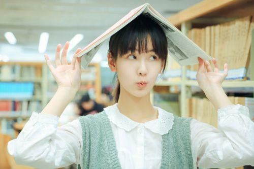 最美校花陈都灵校园图书馆写真曝光组图