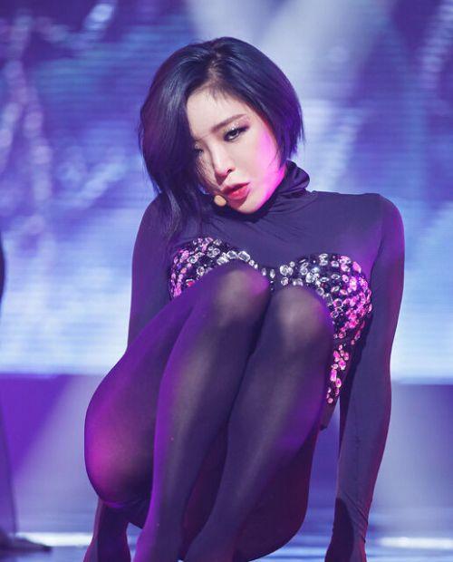 韩女星练开腿舞双膝红肿 舞蹈因太性感遭禁播