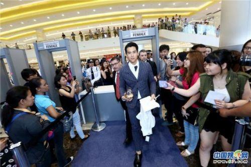 彭于晏现身菲律宾站台腕表  4月赴港角逐金像奖最佳男主角
