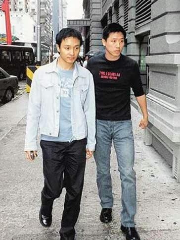 张国荣与男友唐鹤德公开牵手出入港台大小场合,实际上已经可以看作是