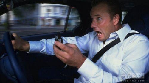 司机看美女致追尾 10大男司机开车丑态看美女居首