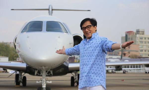 成龙乘私人飞机赴任院长 演艺明星变身做教授(图)