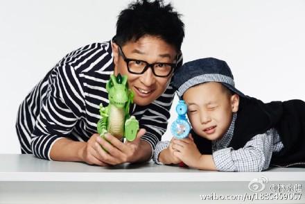 """杨幂贾乃亮助力""""对视三分钟""""公益挑战"""