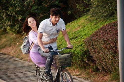 郭品超杨紫共骑单车-时间都去哪了 再曝预告片 杨紫献出银幕初吻