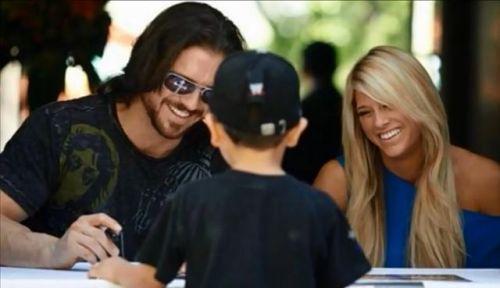 WWE巨星与粉丝们的合影照 看得出他们有多么