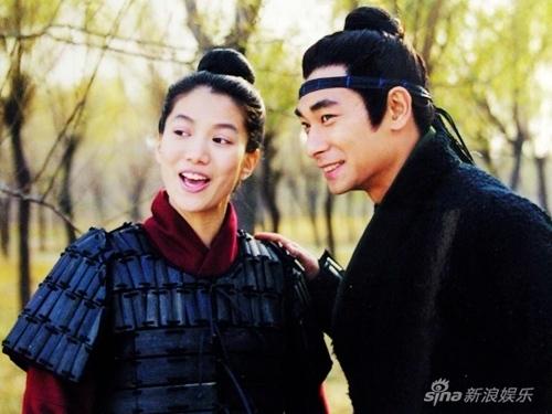 1999年,凭借《花木兰》获得台湾地区电视剧评选最受欢迎女演员奖.