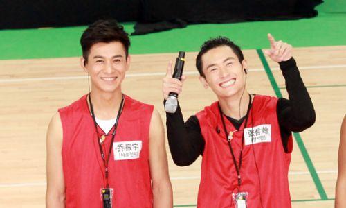 中国梦之队乔振宇走上篮球场