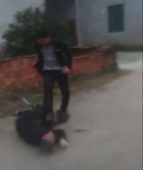 薛之谦曝光男子殴打老人视频 公示其信息