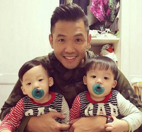 为区分双胞胎,范玮琪俩儿子发型不同风格