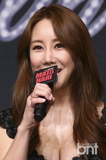 韩版《玛塔哈丽》发布会 玉珠铉严基俊等出席