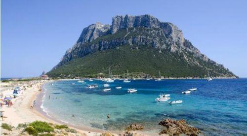 塔沃拉腊岛碧海蓝天美如世外桃源