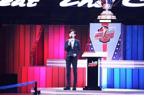 """何炅加盟《来吧冠军》调侃乃爸""""小区发球王"""""""