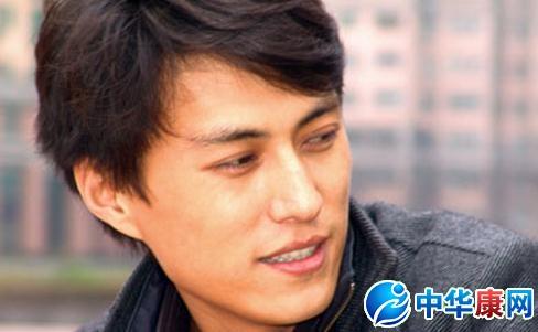 【明星爆料】靳东谈过几个女朋友 演员靳东女朋友是谁