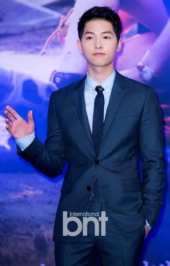 【明星爆料】宋仲基今晚将登KBS九点新闻 成首位受访艺人