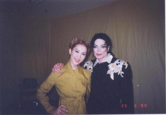 【明星爆料】李玟和迈克尔杰克逊  珍贵合影保留至今