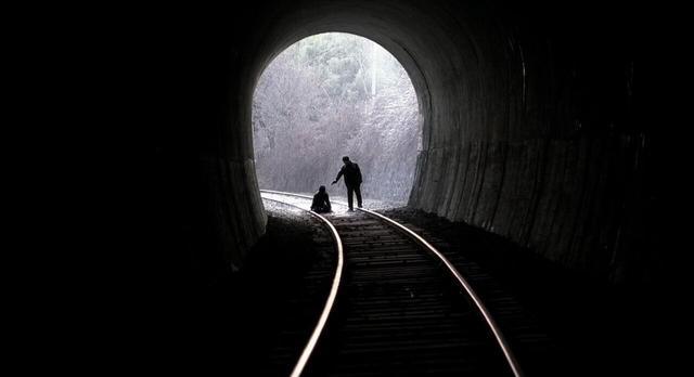 【明星爆料】《杀人回忆》:韩国连环奸杀案,罪犯逍遥法外