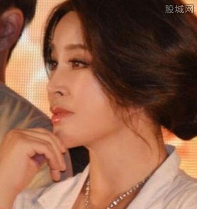 刘晓庆梳少女发型 刘晓庆整形前后对比 2