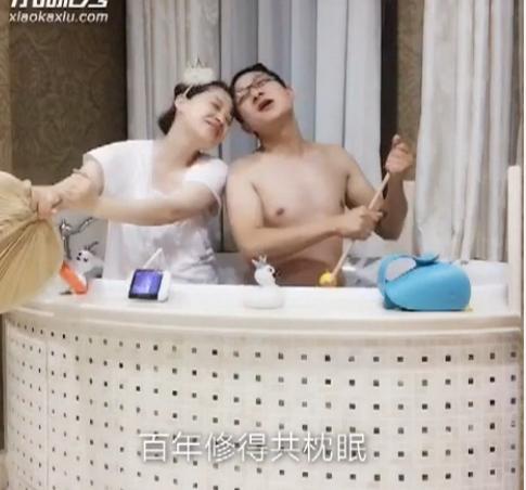 【明星爆料】泡澡版白娘子许仙!梅婷与半裸老公浴缸里划船