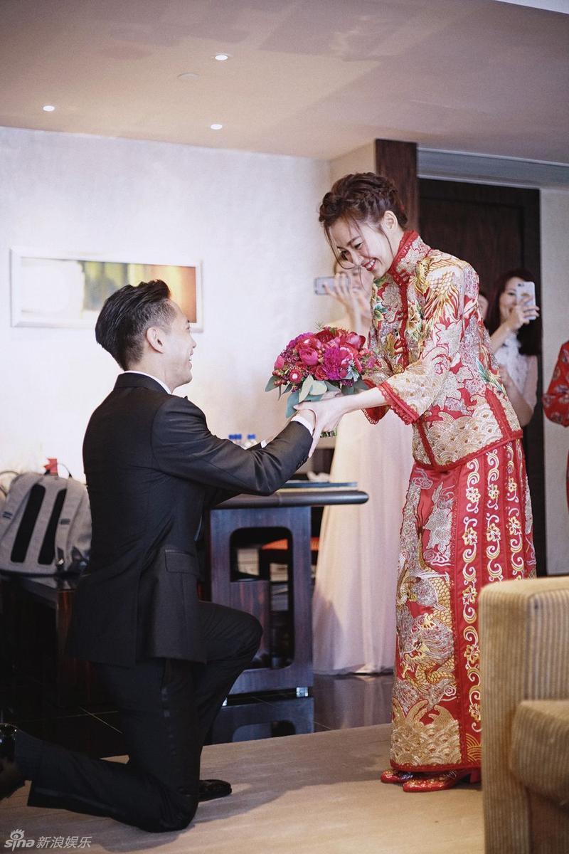 【星态度】组图:小三扶正!杨爱瑾婚礼照曝光 现雪白美乳