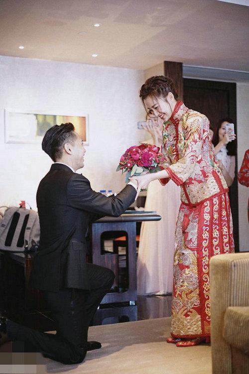 【星态度】杨爱瑾恋爱8年终嫁二婚富商 高调办婚礼