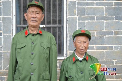 08  叶发基老人和妻子邱东凤老人合影  中国青年网通讯员翁叶龙摄