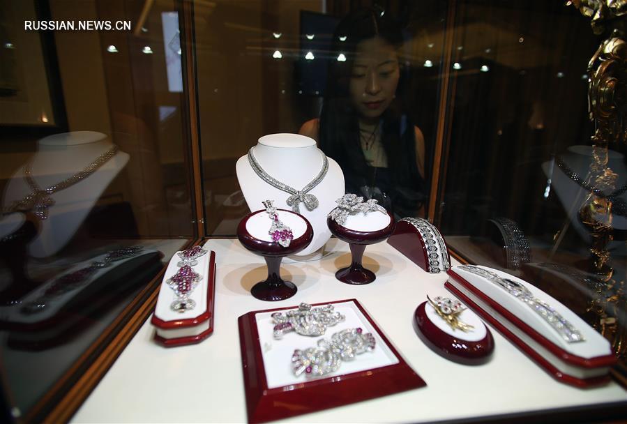 В Нью-Йорке состоялась выставка ювелирных изделий 'Восток встречается с Западом'_1
